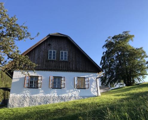 Haus am Berg - Ansicht seitlich